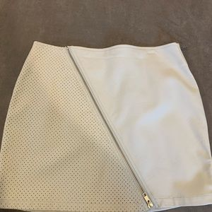 Perforated faux leather front zip white skirt